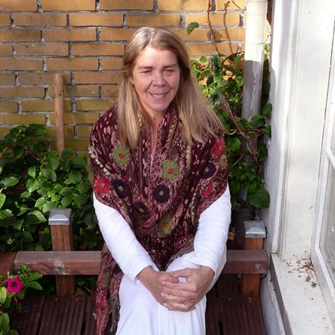 Lydwina Meerman_Yogadocente sinds 1990_ Yogalessen in Amsterdam en Amstelveen_Yogaboek YOGA Beginnen en Doorgaan Ontwikkelingsboek met yogalessen__