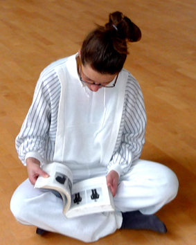 Yogadocente Lydwina Meerman  _ sinds 1990 Yogalessen in Amsterdam en Amstelveen _ Yogaboek YOGA Beginnen en doorgaan_ 1