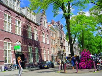 Yoga Claverhuis_Elandsgracht 70_Amsterdam Jordaan_Yogaboek 25 yogalessen_