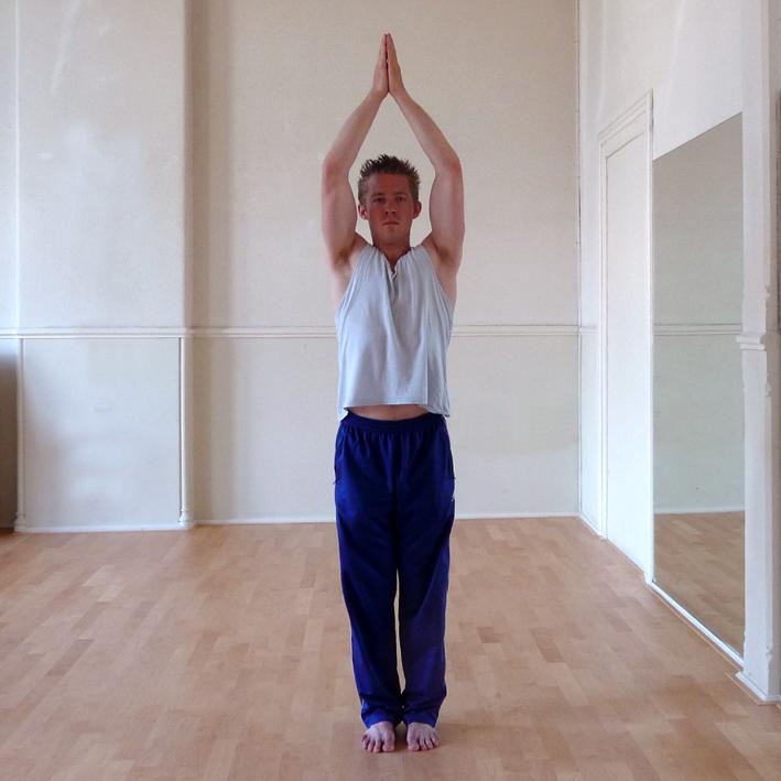 Yoga Docentenles_2b_Hasta Uttanasana_87021_res180_10x10cm_autocontrast_colosbalance