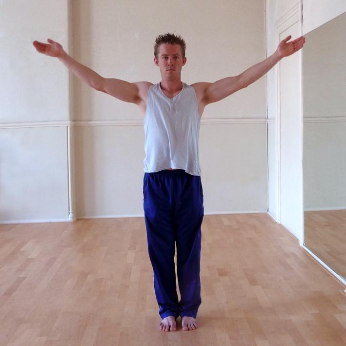 Yoga Docentenles_2b_Hasta Uttanasana_87026_res180_202x202mm_autocontrast_colorbalance