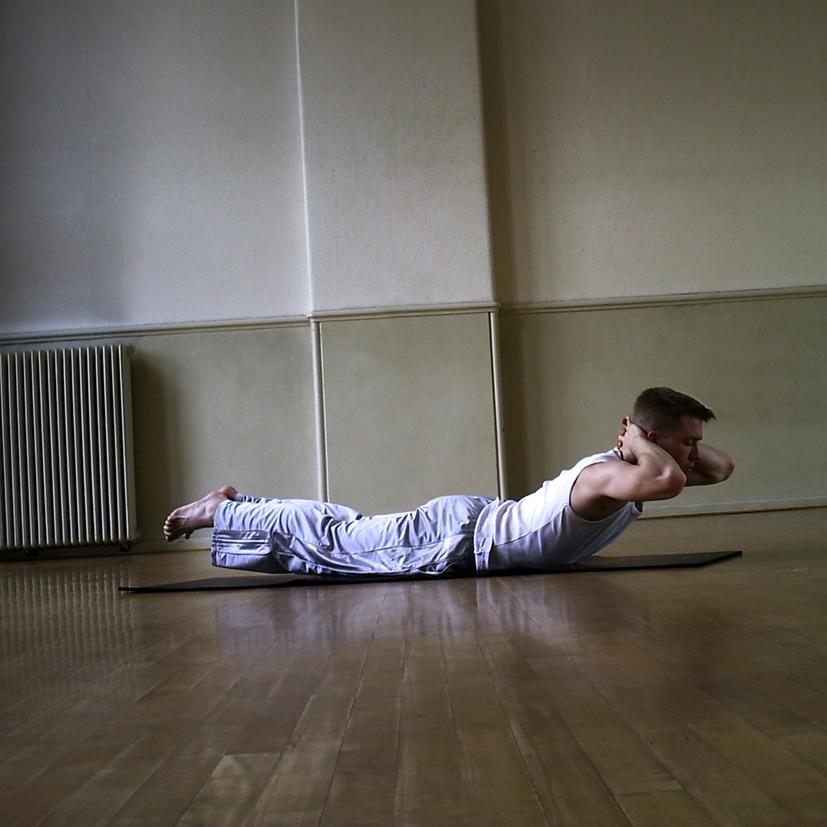 Yoga Docentenles_8_Makarasana_Krokodil_57105_res150_14cmbreed_autocontrast_