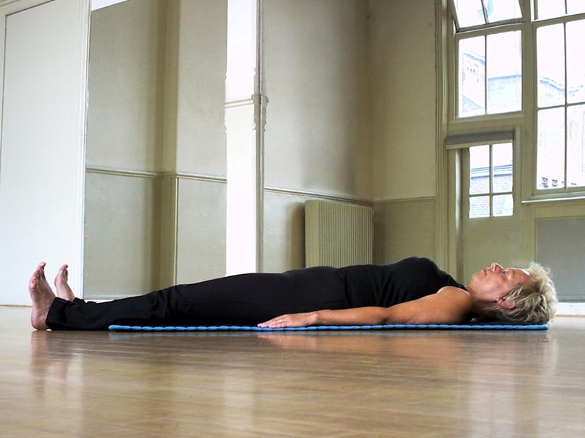 Yoga Docentenles_8a_Viparita Karani_ Schouderstand_48110_res300_autocontrast_res150_14cmbreed_