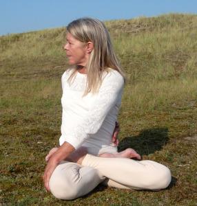 Yogaopleiding De Cobra_Amsterdam Jordaan Claverhuis_Individuele leerweg_Lydwina Meerman_Vakrasana_Torsie in kruiszit_