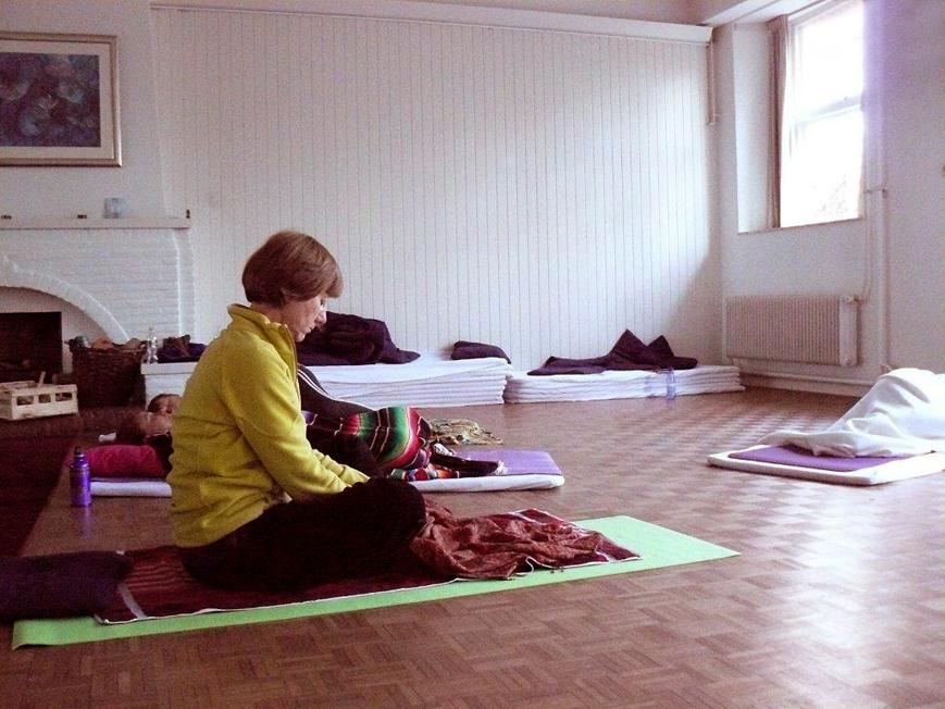 Yoga weekend Drenthe 2011 Yogazaal Rust tussen de lessen door