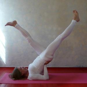 Yogaopleiding De Cobra_Amsterdam Jordaan Claverhuis_Individuele leerweg_Lydwina Meerman_Viparita Karani_Omkeerhouding_