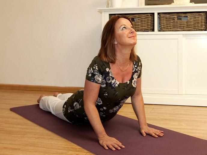 Tijdschrift voor Yoga Maart 2011_Artikel De Doorbraak door Lydwina Meerman_over Yogahouding de  Cobra  Bhujangasana