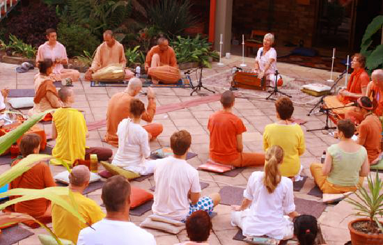 Lydwina Meerman _ satyananda Yoga Ashram Mangrove Creek NSW Australia _ mei 2011 _ kirtan is held every day _