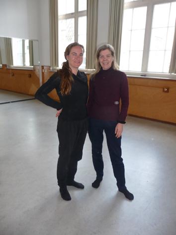 Yoga opleiding De Cobra Amsterdam _ olv Lydwina Meerman _ Claverhuis Amsterdam Jordaan _ Jody en Lydwina in de yogazaal_ foto door gecertificeerd cursiste Simone Gevers __