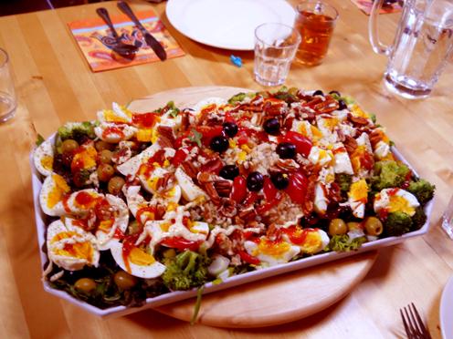 Yogaweekend met Lydwina Meerman in het Zonnehuis in Friesland_1-3 juni 2012_Lekker en gezond eten met een salade voor zeven personen _