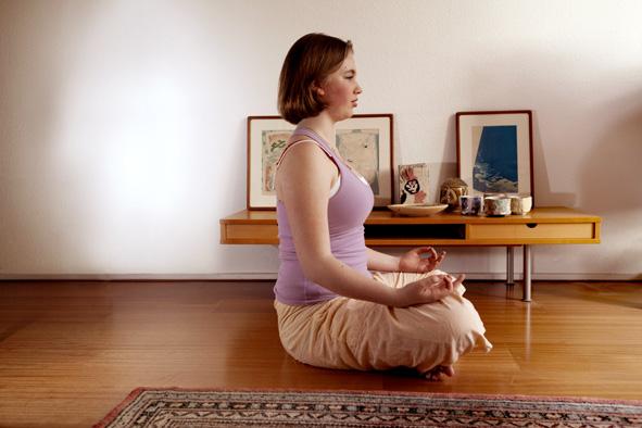 Tijdschrift voor Yoga 2012 2_De Doorbraak_auteur Lydwina Meerman_Padmasana_Lotushouding_cursiste yoga Samantha Smit_