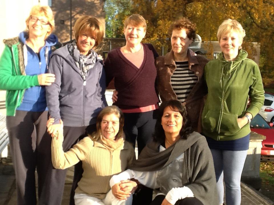 Yogaweekend Belgie 9-10-11 november 2012 _ Groepsfoto met Christien Roffel _ Rie Bauwens _ Liesbeth Kooistra _ Liesbeth Verhoeven _ Lily Mateussen _ Lydwina Meerman  _ Elke van Baelen _