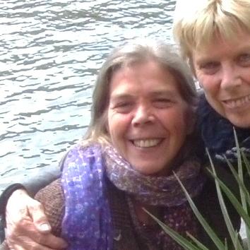 Yogaweekend Belgie met Lydwina Meerman 9-10-11 november 2012 _ Lydwina en Marijke
