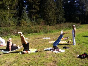 Yoga in het Amsterdamse Bos _ met Lydwina Meerman _ 9 september 2012 _04