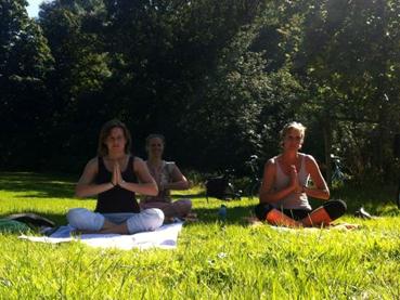Yoga in het Amsterdamse Bos _ met Lydwina Meerman _ 9 september 2012 _05aa