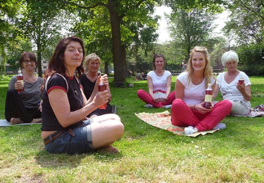 Yoga in het Westerpark Amsterdam 2 juli 2013 _ Lydwina Meerman _ Yoga Claverhuis Amsterdam Jordaan_