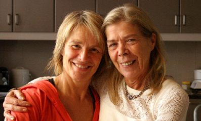 Mijn lieve gastvrouw Chris Bus en ikzelf in haar keuken na afloop van ons yogaweekend. Het wordt een tot ziens!